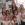 Las niñas del cole, posando con Lydia Gregory para la camara.
